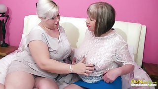 Torrid mature auntie George Gina gives a cunnilingus to aged girlfriend