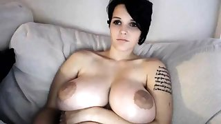 Honcho MILF toys her pussy on webcam