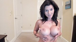 Amateur Luandas Flashing Boobs On Live Webcam