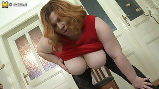 Big Breasted Bbw Playing Helter-skelter Her Pussy - MatureNL