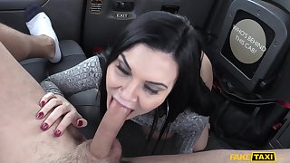 Hot MILF Jasmine Jae cheats on her boyfriend with horny cabbie