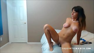 Hot Mature Amateur Squirting Meaty Pussy Moue in Closeup