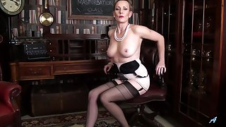 Amateur video of provocative mature Mrs Huntingdon Smythe. HD